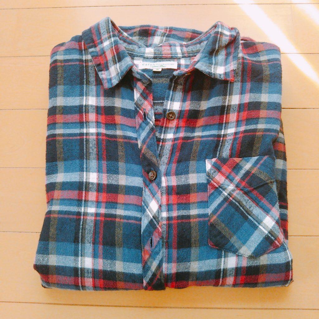 赤系のチェックシャツ