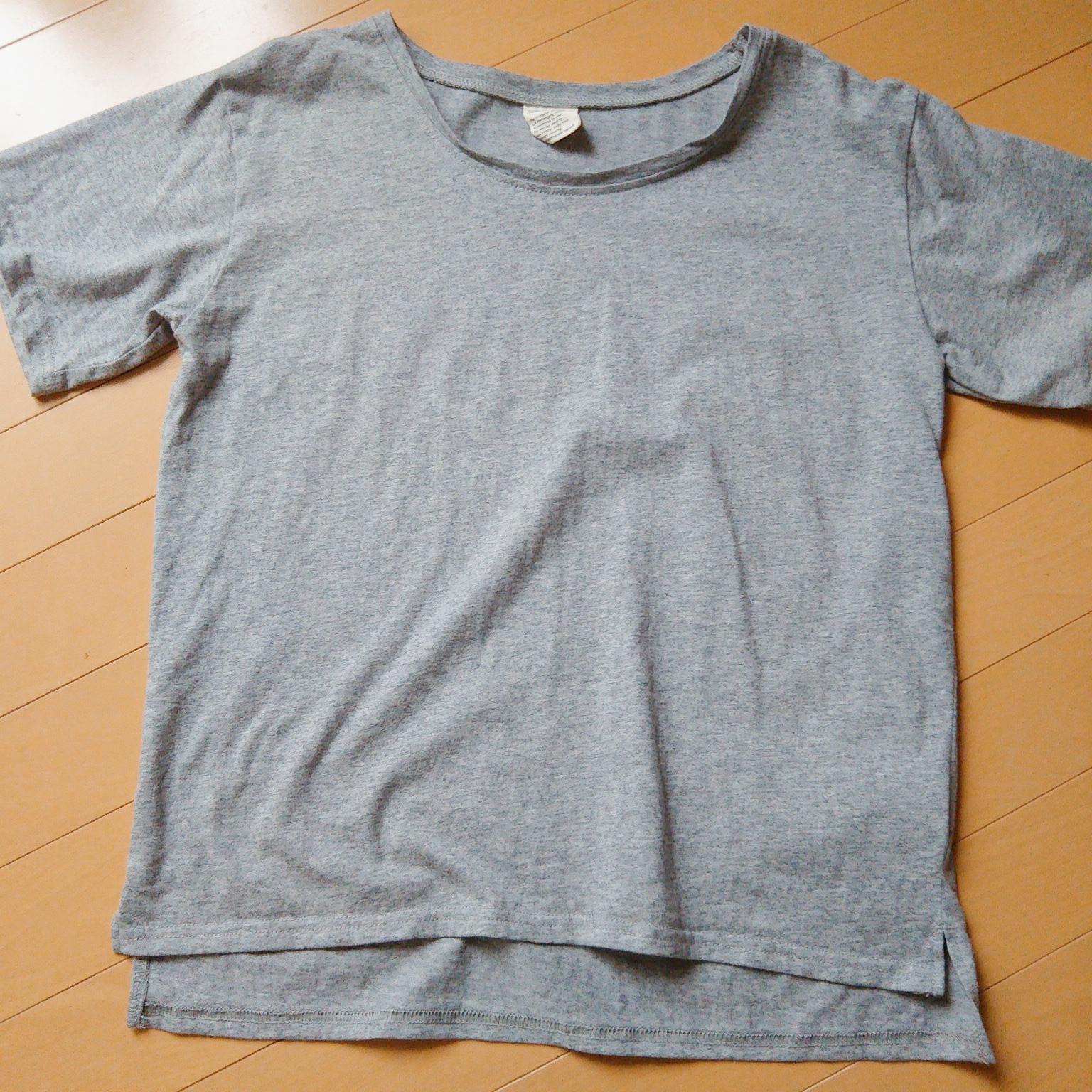 汗ジミが気にならないグレーのTシャツ